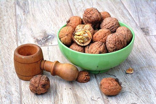 walnut-1710571__340